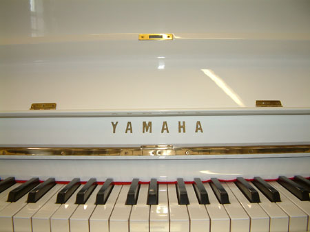 Yamaha upright White Gloss finish and Name