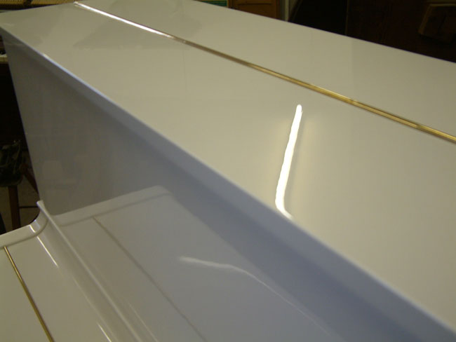 White High Gloss Mirror Finish Sheen