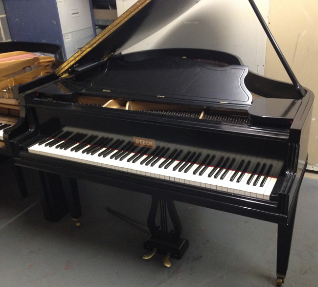 Steck Art case baby grand in a Black Gloss finish.